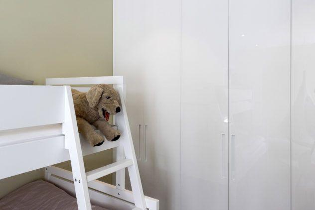 Kõrgläikega valged siledad uksed IKEA PAX garderoobikapil