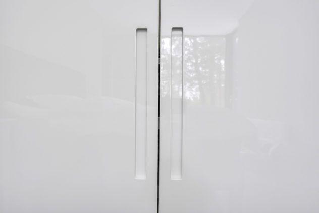 Kõrgläikega valged uksed PAX raamil